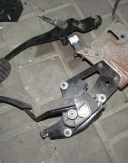 pedal gaza 25 260x330 - Главная
