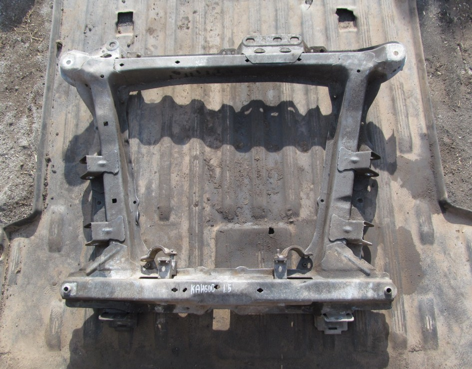 Передняя балка (подрамник)
